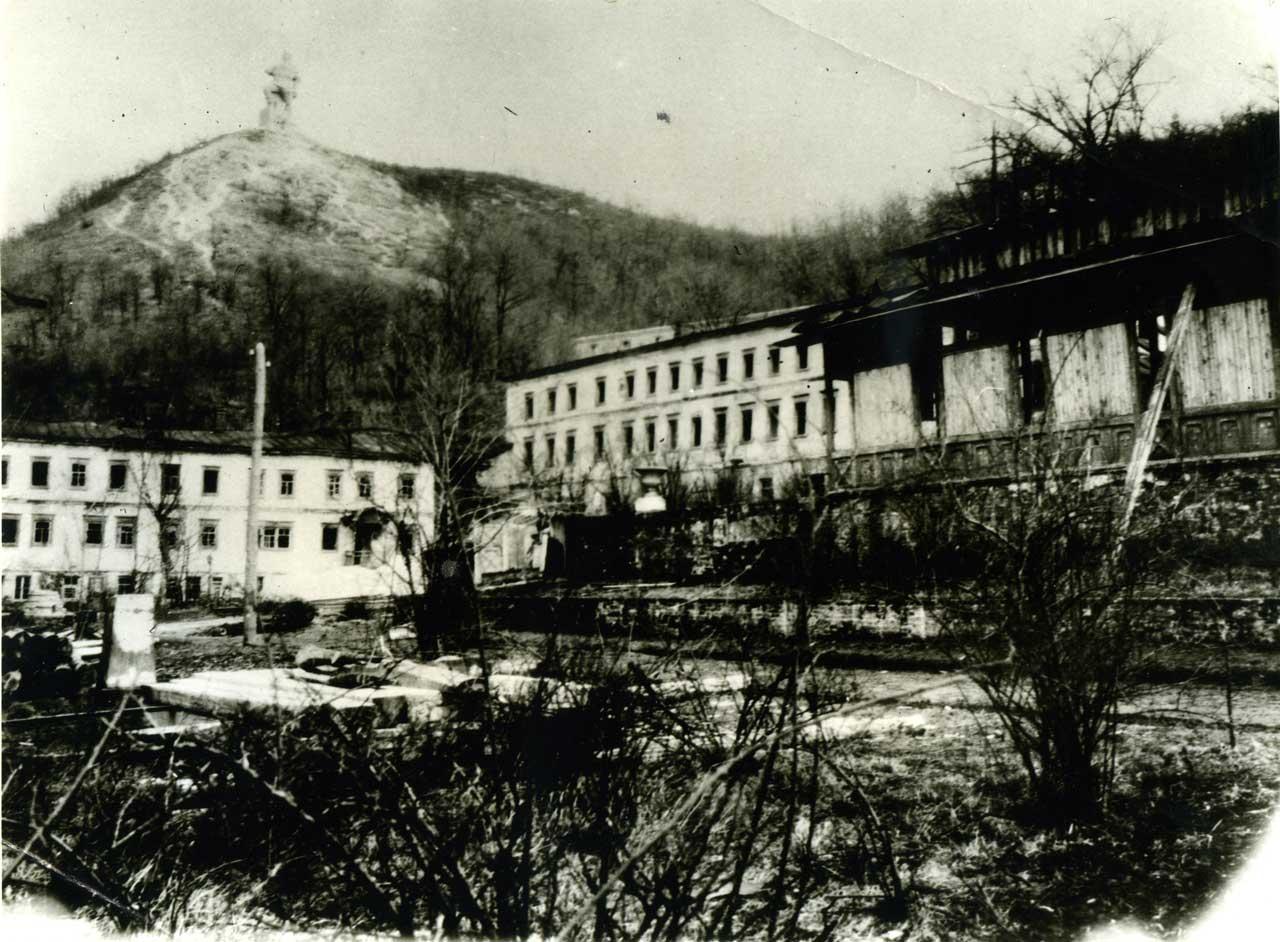 Святогорский монастырь. Разруха после войны.