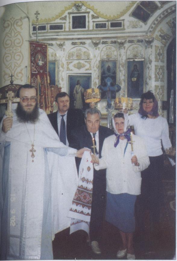 Сергеев Артём Фёдорович — сын известного революционера Ф. А Сергеева (Артёма), генерал-майор, почётный гражданин Святогорска, венчается в Воскресенском храме
