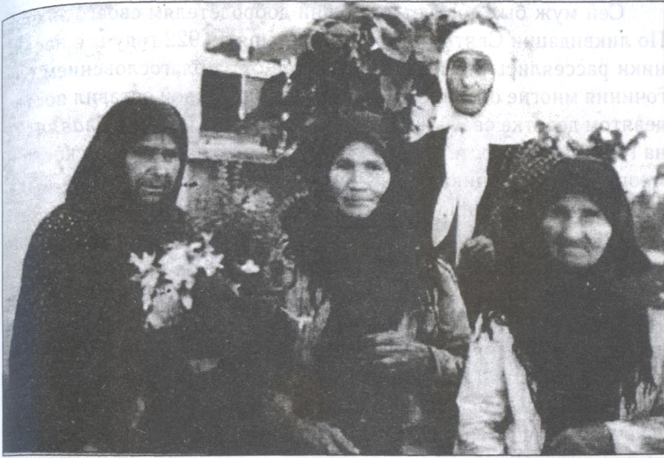 Тайные монахини. В центре — Иулиания, за ней — Марионилла, справа — Михаила