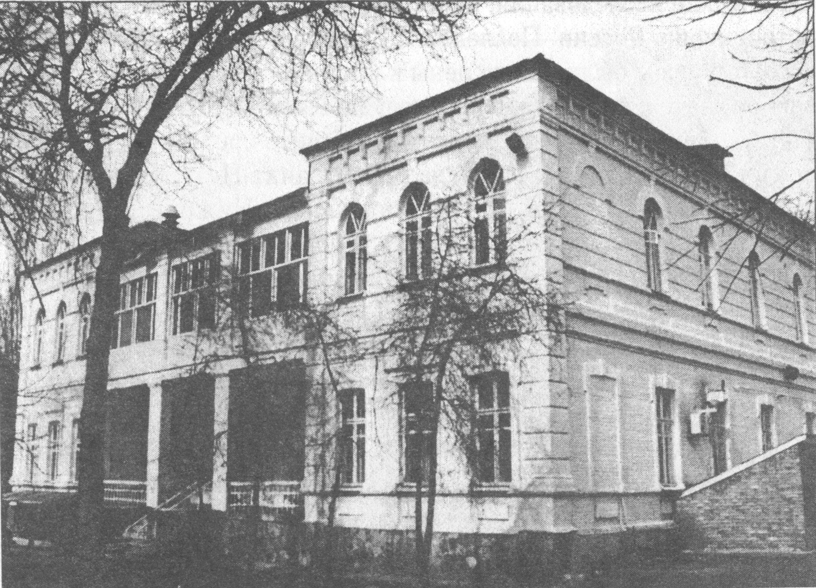 Старинное здание на территории курорта