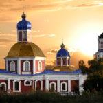 Внешний и внутренний вид Воскресенского храма