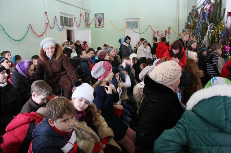 Ученики воскресных школ со своими руководителями